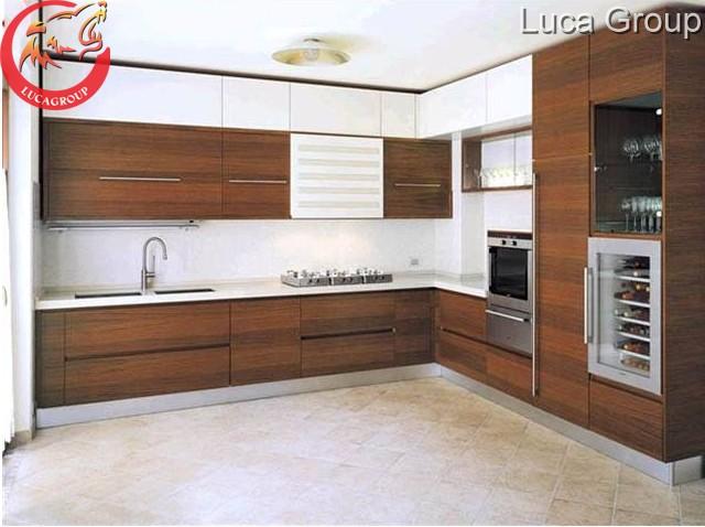Tủ bếp bằng gỗ công nghiệp gọn gàng